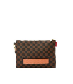 BOLSO CLUTCH HENNY MARRÓN SPRAYGROUND